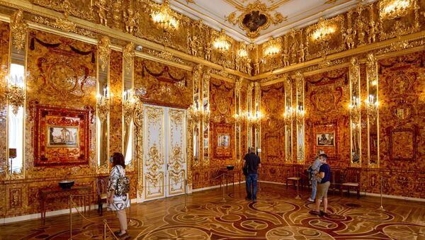 Posetioci u Ćilibarskoj sobi, Ekaterinin dvorac, imperatorska rezidencija Carsko selo - Sputnik Srbija
