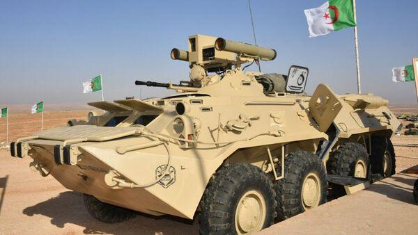Алжирско оклопно возило БТР-80 са противтенковским системом Корнет-Е - Sputnik Србија