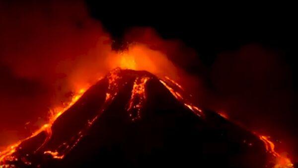 Ерупција вулкана Етна у Италији - Sputnik Србија