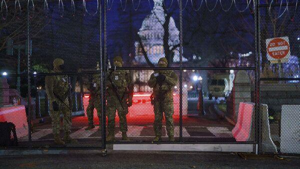 Трупе Националне гарде појачавају зону безбедности на брду Капитол у Вашингтону - Sputnik Србија