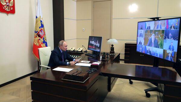 Председник Русије Владимир Путин на видео-састанку о реализацији пројеката на простору Евроазијске економске уније - Sputnik Србија