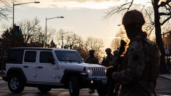 Трупе Националне гарде окупљају се на контролном пункту у близини америчког Капитола - Sputnik Србија
