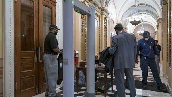 Detektori metala na ulazu u salu za sednice američkog Kongresa - Sputnik Srbija