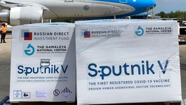 Avion sa drugom dozom ruske vakcine Sputnjik Ve sleteo na argentinski aerodrom u Buenos Ajresu - Sputnik Srbija