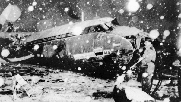 Авион који се срушио на полетању из Минхена, у којем су били чланови Манчестер јунајтеда - Sputnik Србија
