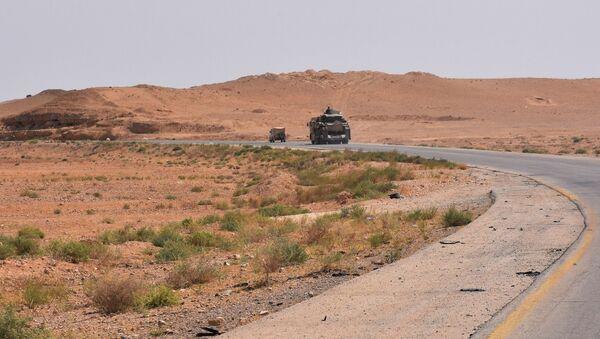 Sirijske vladine snage na putu u blizini Dejr el Zora - Sputnik Srbija