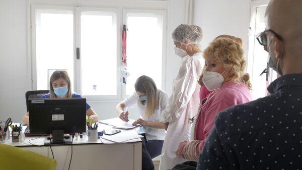 "КБЦ ""Доктор Драгиша Мишовић"", ред за вакцинацију - Sputnik Србија"