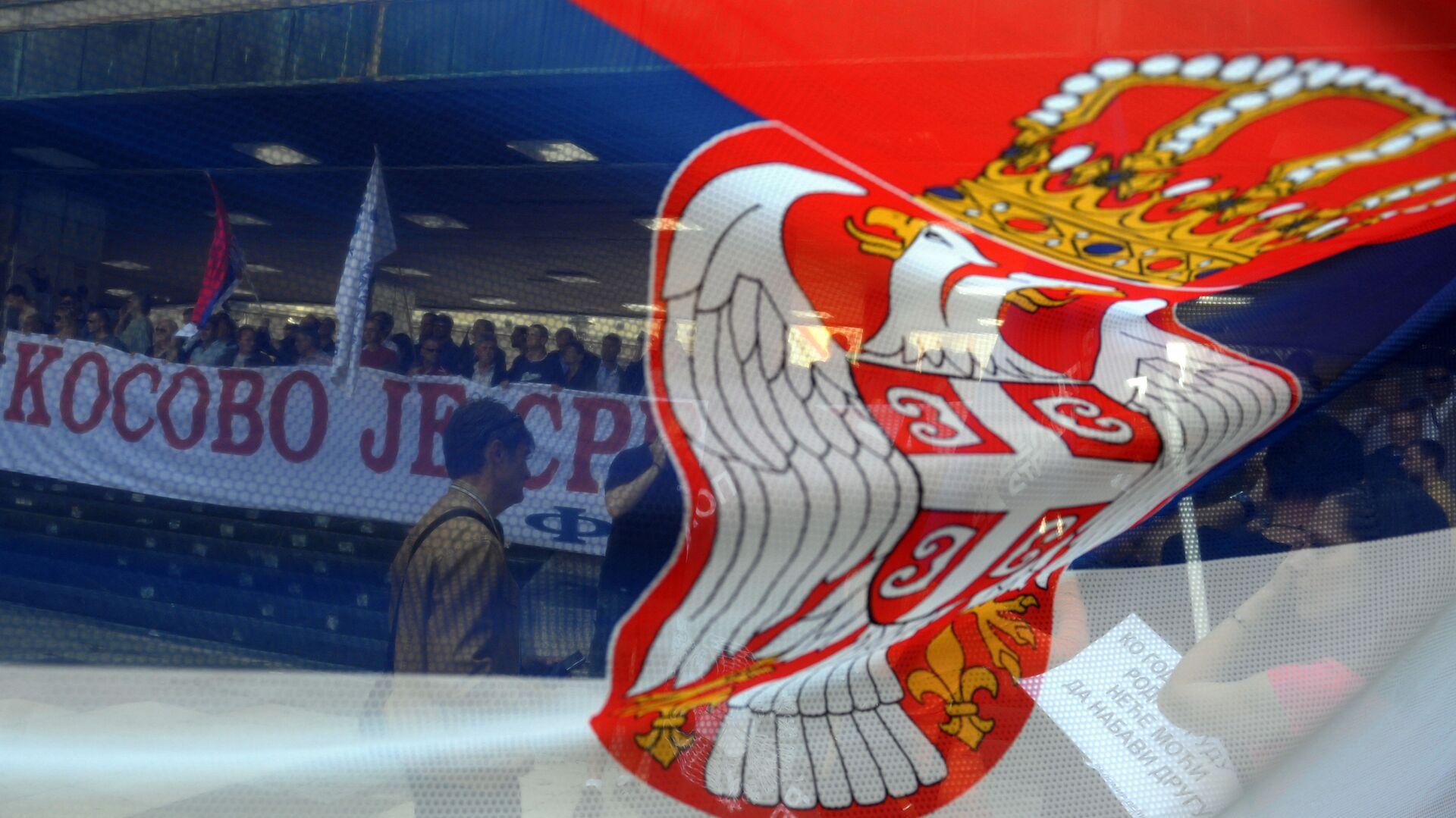 Zastava Srbije i baner Kosovo - Sputnik Srbija, 1920, 24.02.2021
