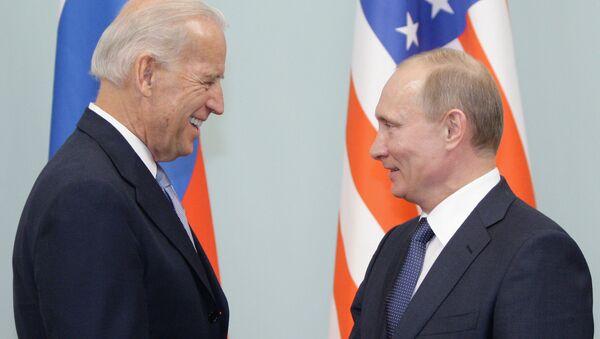 Susret Putina i Bajdena u Moskvi 2011. godine  - Sputnik Srbija