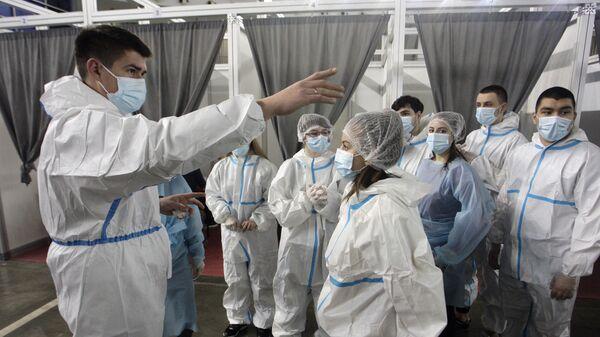 Медицинско особље на Београдском сајму на пункту за вакцинацију - Sputnik Србија