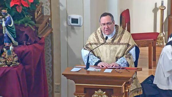 Католички свештеник Џон Залсдорф који је истеривао ђавола из америчких избора - Sputnik Србија