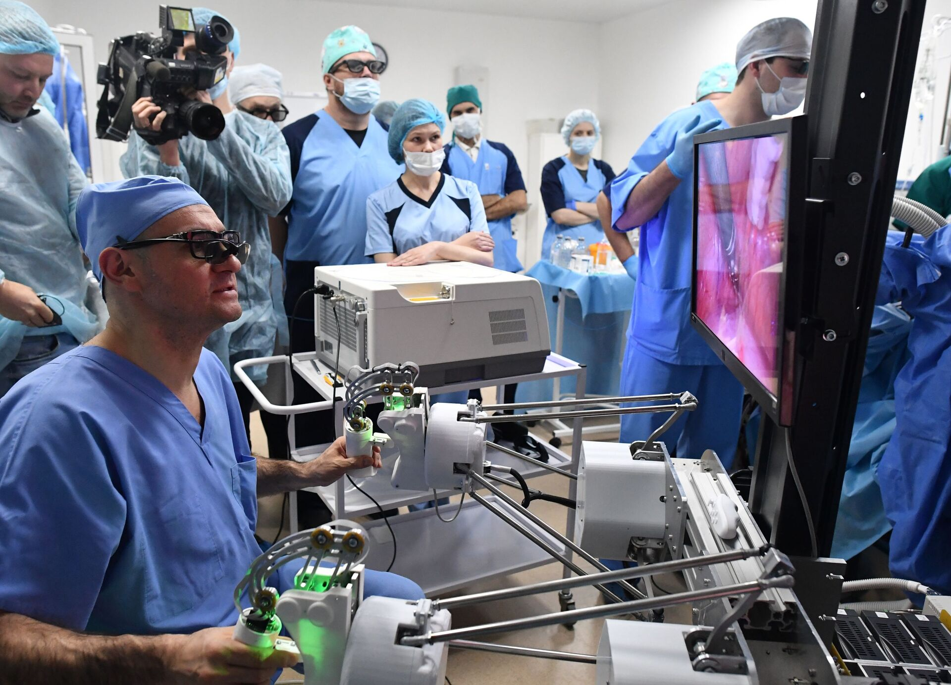 Јединствени робот-хирург: Због чега је руска верзија боља од америчке /фото/ - Sputnik Србија, 1920, 14.02.2021