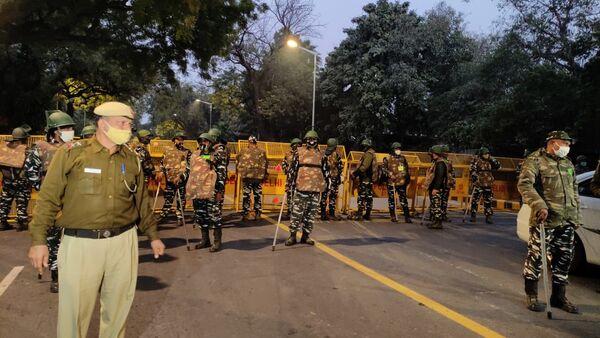 Снаге безбедности стижу на место експлозије у близини израелске амбасаде у Делхију у Индији, 29. јануара 2021 - Sputnik Србија