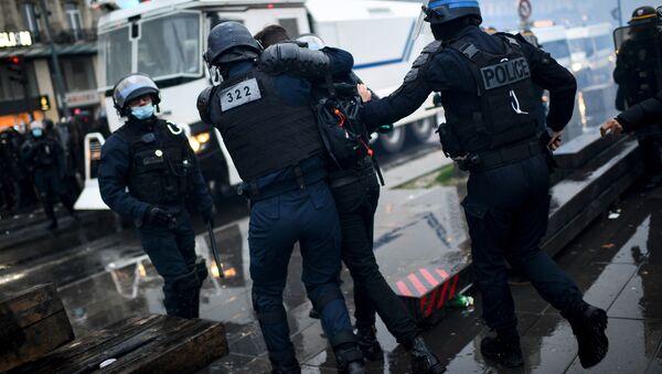 Протести у Паризу због Закона о глобалној безбедности - Sputnik Србија
