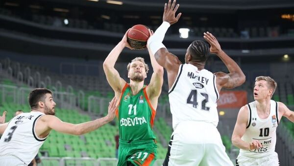 Jaka Blažič i košarkaši Partizana - Sputnik Srbija