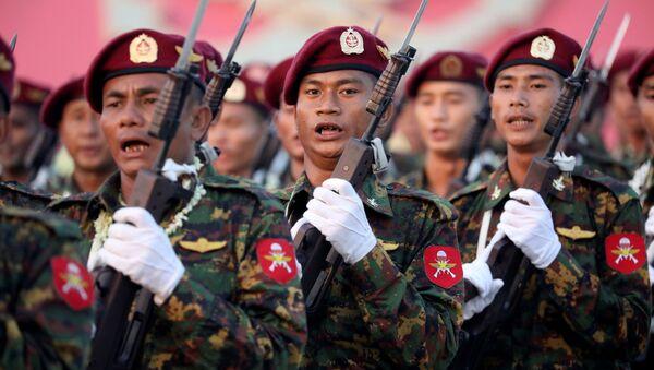 Vojnici Mjanmara na vojnoj paradi - Sputnik Srbija