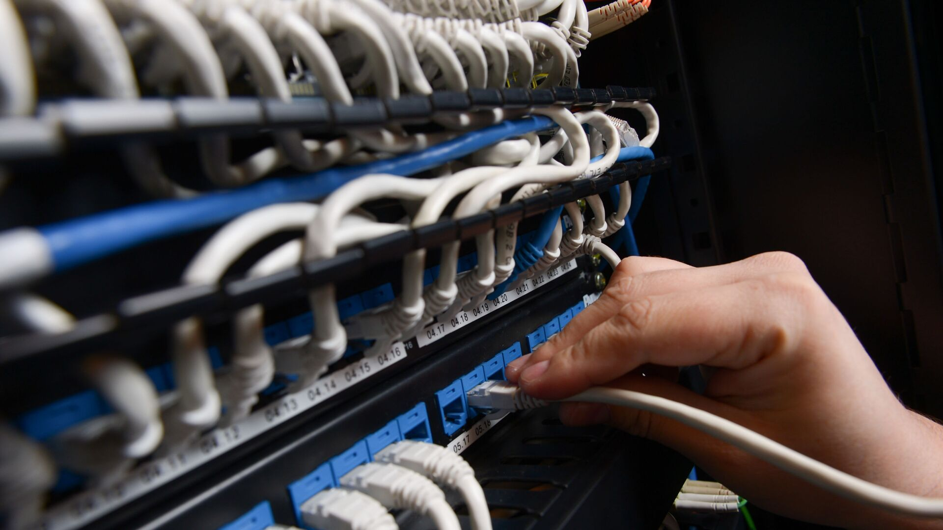 Мрежа каблова интернет сервера - Sputnik Србија, 1920, 03.09.2021