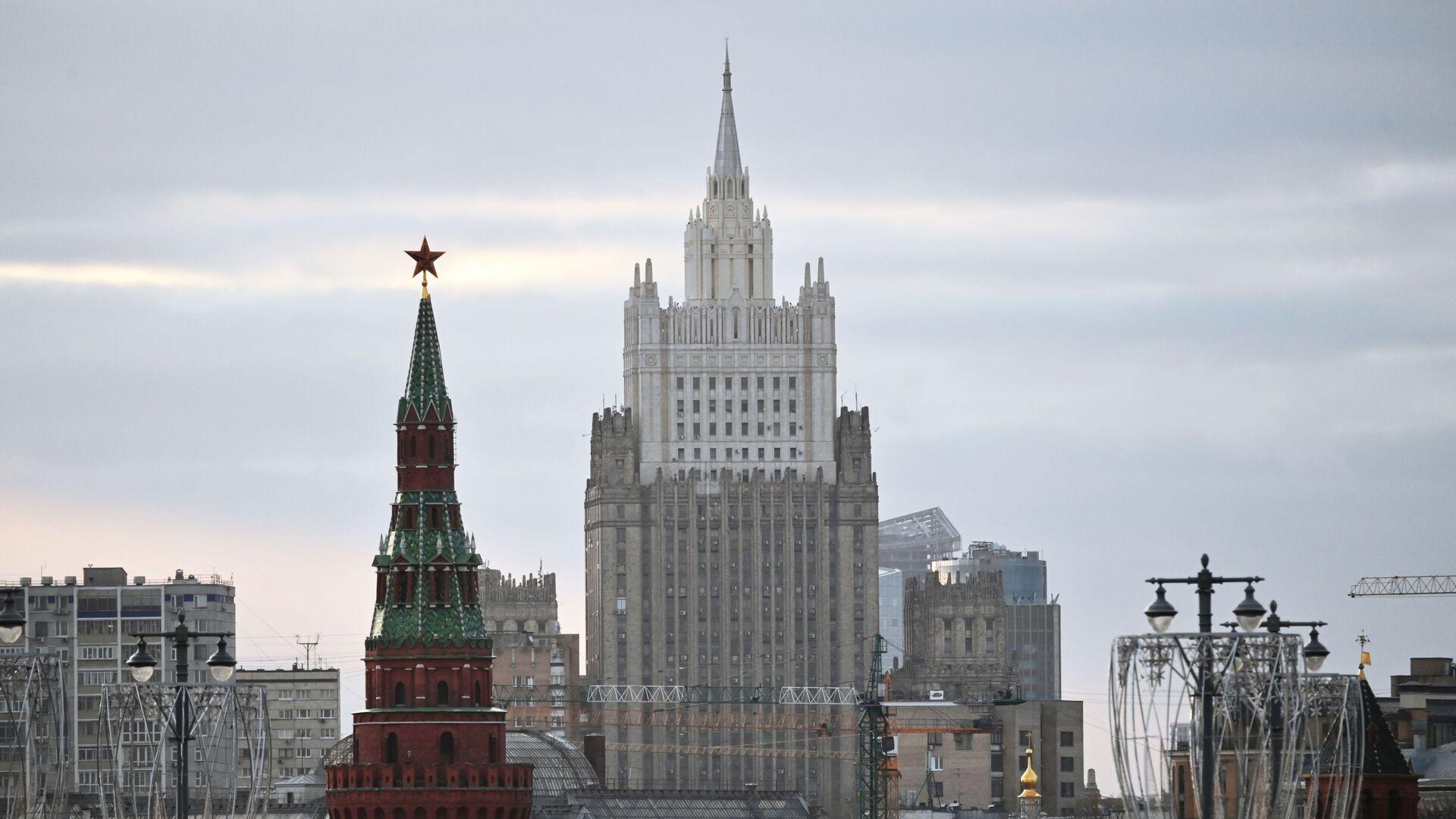 Zgrada Ministarstva spoljnih poslova Rusije i kula Kremlja - Sputnik Srbija, 1920, 07.09.2021