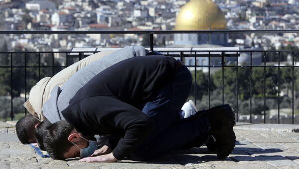 Исламски верници се моле на Маслиновој гори у Јерусалиму - Sputnik Србија