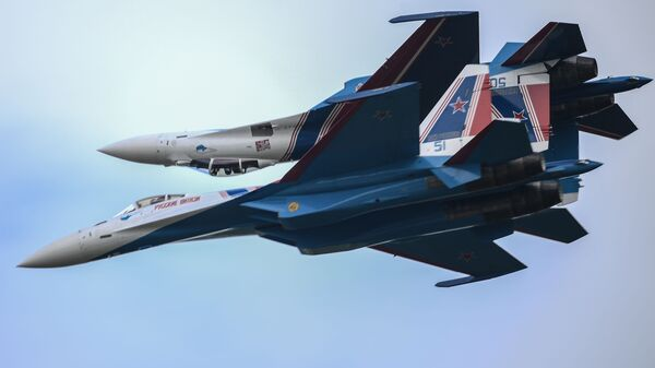 Ловци Су-35С акробатске пилотске групе Руски витезови - Sputnik Србија