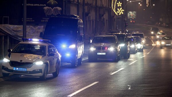 Kolona vozila kojima je dovezena kriminalna grupa Veljka Belivuka na saslušanje pred specijalnog tužioca u Beogradu - Sputnik Srbija