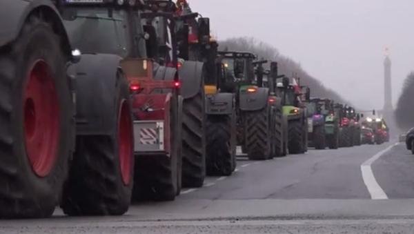 Протест пољопривредника у Берлину - Sputnik Србија