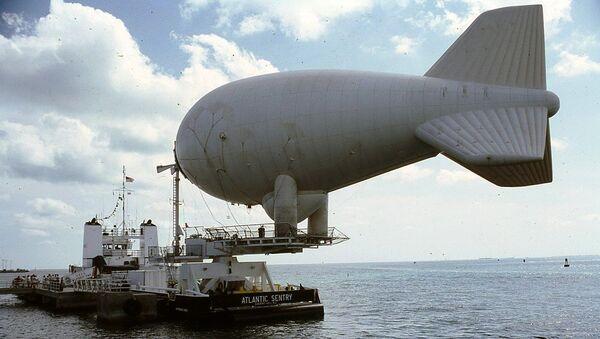 """Аеростат брод """"Атлантик сентри"""" са балоном на пристаништу Малори у септембру 1987. - Sputnik Србија"""