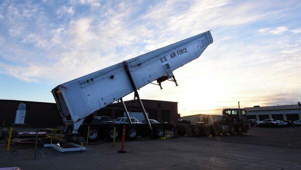 Транспортер америчке интерконтиненталне балистичке ракете Минутмен 3 - Sputnik Србија