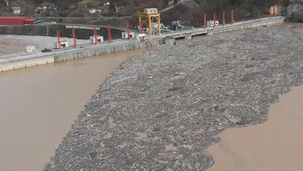 Smeće na Drini kod hidroelektrane Višegrad - Sputnik Srbija