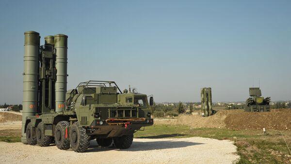 Противваздушни ракетни систем С-400 на војној бази Хмејмим у Сирији - Sputnik Србија