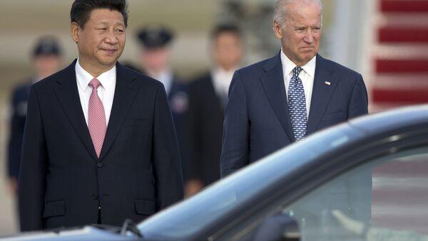 Председник Кине Си Ђинпинг и потпредседник САД Џо Бајден, 2015 година  - Sputnik Србија