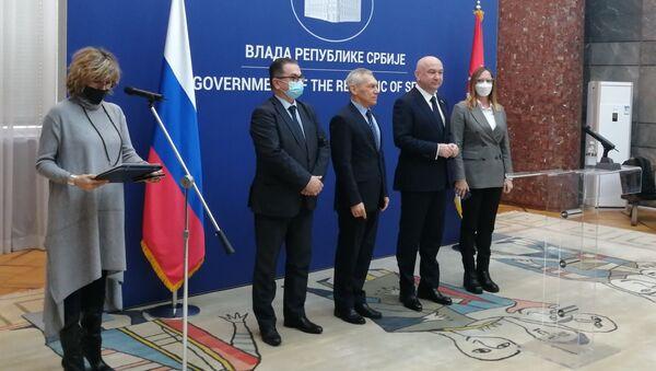 Руски стручњаци у Београду поводом производње руске вакцине у Србији - Sputnik Србија