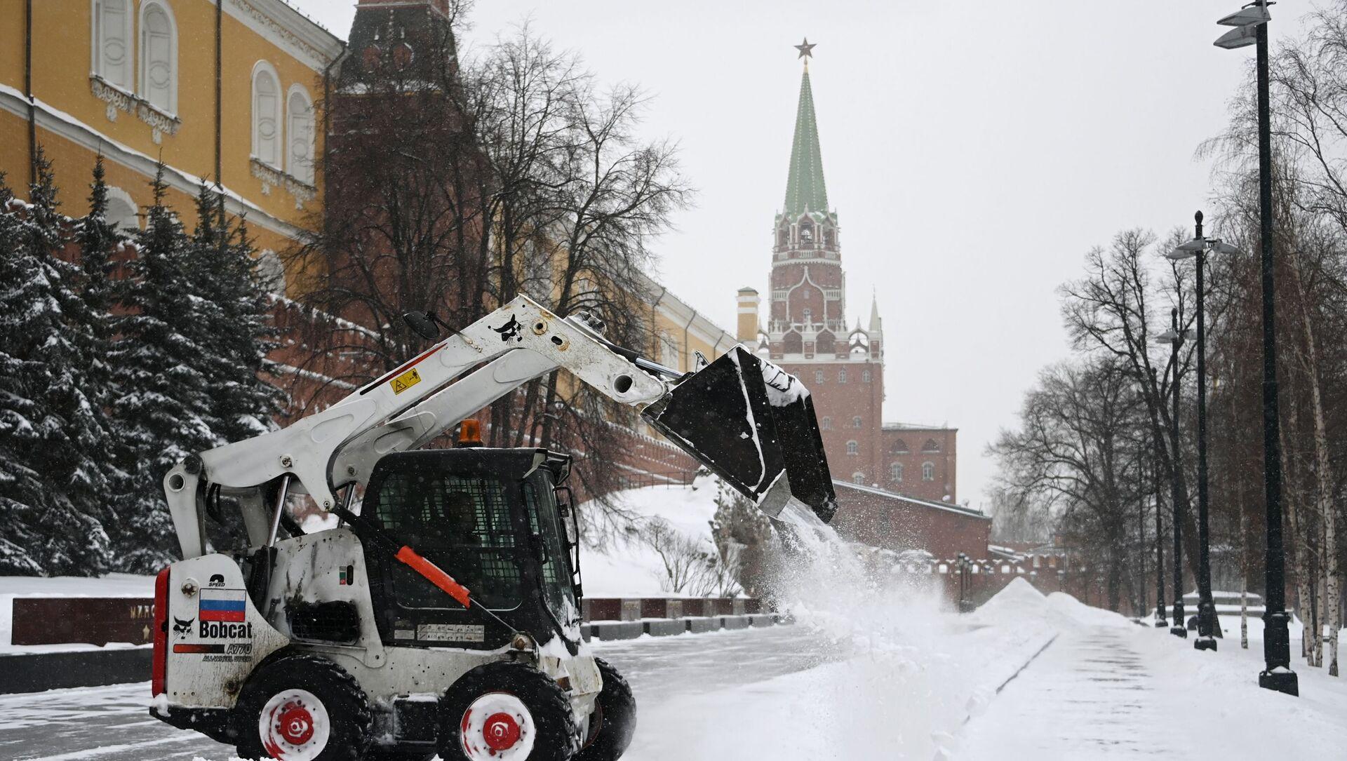 Комуналне службе чисте снег у Москви - Sputnik Србија, 1920, 12.02.2021