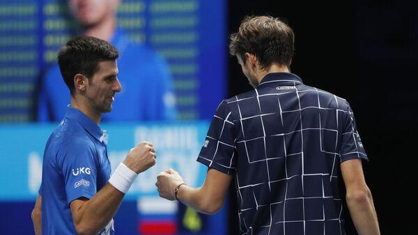 Novak Đoković i Danil Medvedev - Sputnik Srbija