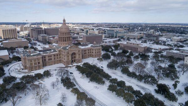 Снежно невреме погодило је Тексас, због ког су многи домови остали без струје и воде - Sputnik Србија