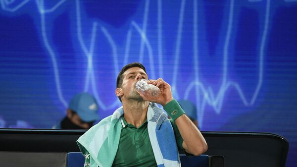 Novak Đoković tokom meča sa Sašom Zverevim, Australijan open 2021. - Sputnik Srbija