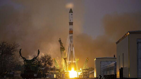 Лансирање ракете-носача Сојуз 2.1а са теретним бродом Прогрес МС-19 са космодрома Бајконур - Sputnik Србија