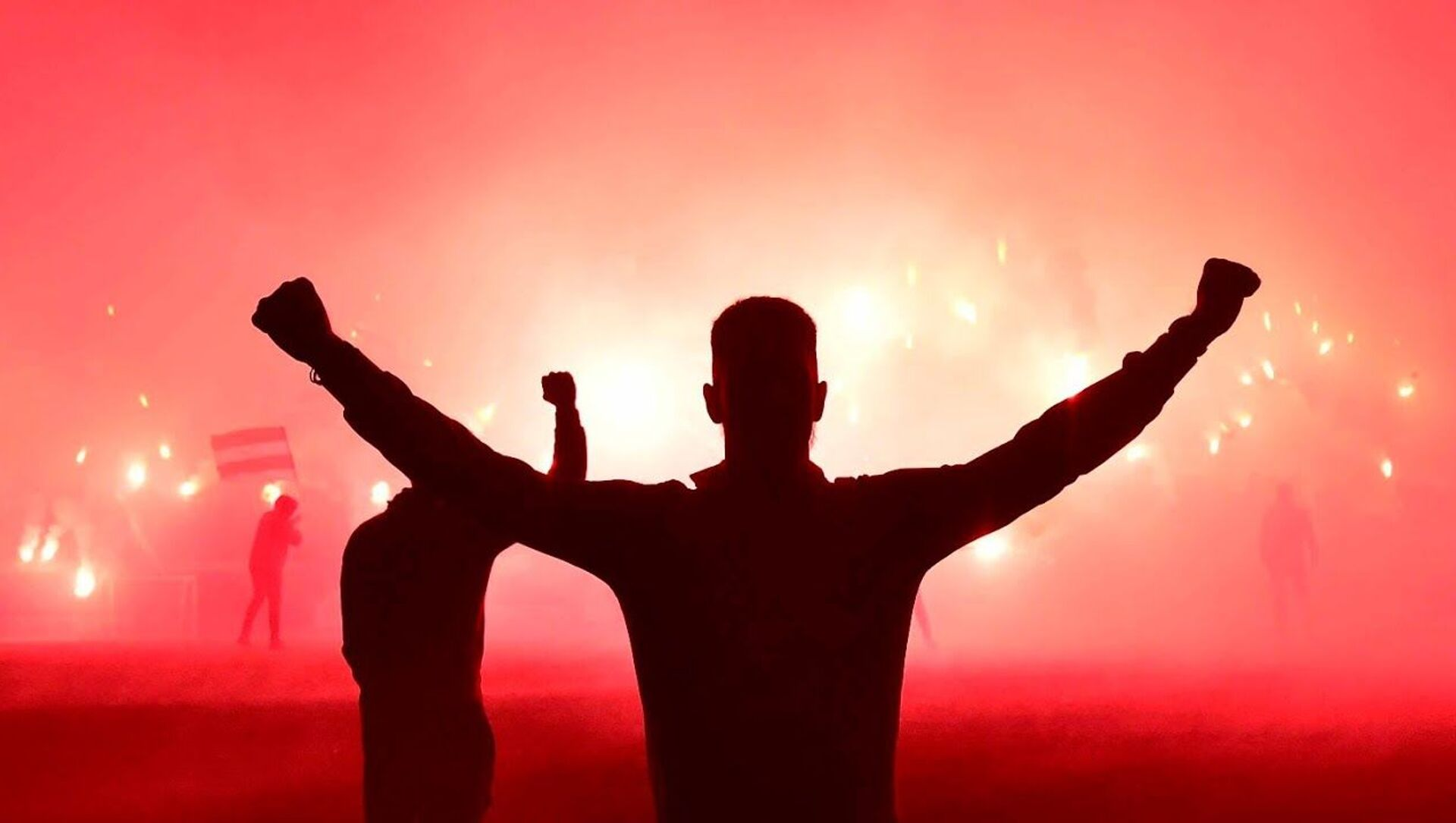 Spektakl navijača Crvene zvezde pred meč sa Milanom u nokaut fazi Lige Evrope - Sputnik Srbija, 1920, 08.04.2021