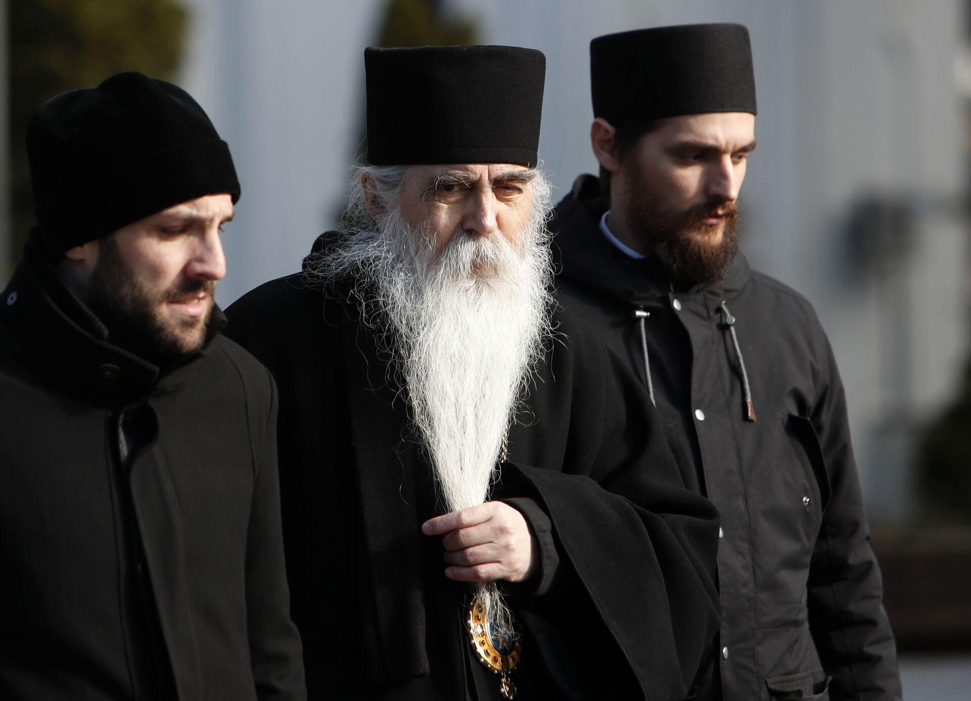 Епископ бачки Иринеј Буловић долази у Храм Светог Саве. - Sputnik Србија, 1920, 13.07.2021