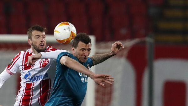Detalj sa meča Crvena zveza — Milan, u duelu Nemanja Milunović i Mario Mandžukić - Sputnik Srbija