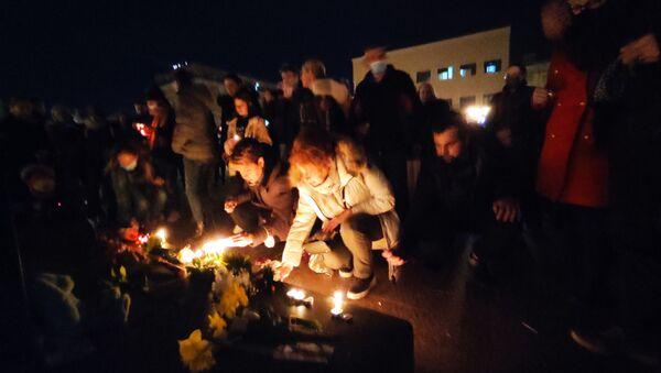 Новосађани пале свеће у част Ђорђа Балашевића - Sputnik Србија