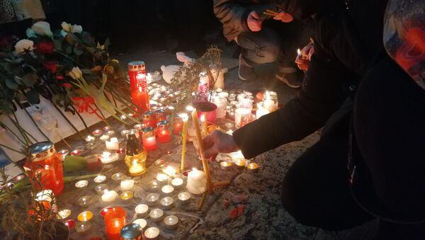 Београђани се испред Центра Сава опраштају од Ђорђа Балашевића - Sputnik Србија
