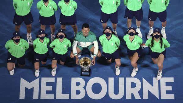 Novak Đoković nakon osvajanja Australijan opena 2021. - Sputnik Srbija