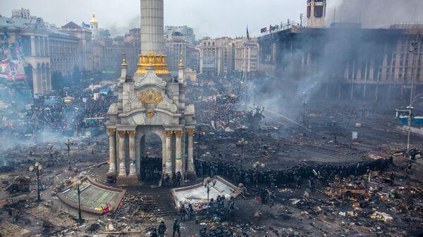 Demonstracije na Trgu nezavisnosti u Kijevu, februar 2014. godine - Sputnik Srbija