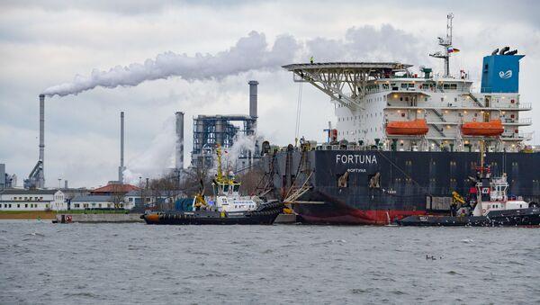Brod za postavljanje gasovodnih cevi Fortuna u luci Vismar - Sputnik Srbija