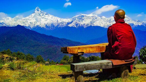 Будистички монах на Хималајима - Sputnik Србија