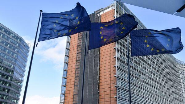 Zastave Evropske unije ispred zgrade Evropskog saveta u Briselu - Sputnik Srbija