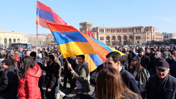 Јерменија: Председник разговарао с начелником Генералштаба чију оставку тражи премијер  - Sputnik Србија