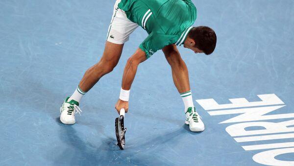 Novak Đoković razbija reket na Australijan openu 2021. - Sputnik Srbija