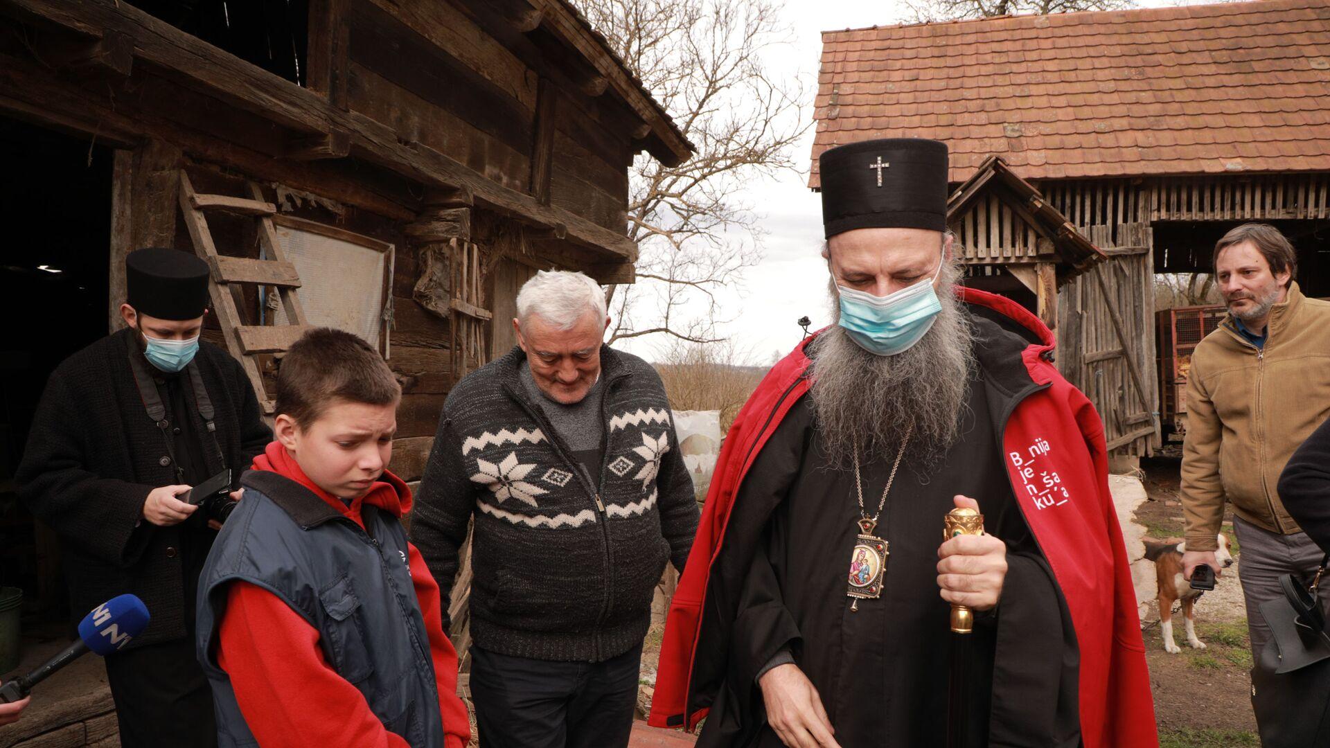 Патријарх Порфирије посетио је српске породице које је погодио земљотрес на Банији - Sputnik Србија, 1920, 18.09.2021
